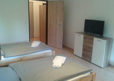 Akropolis-Simbach-Fremdenzimmer-Betten-TV